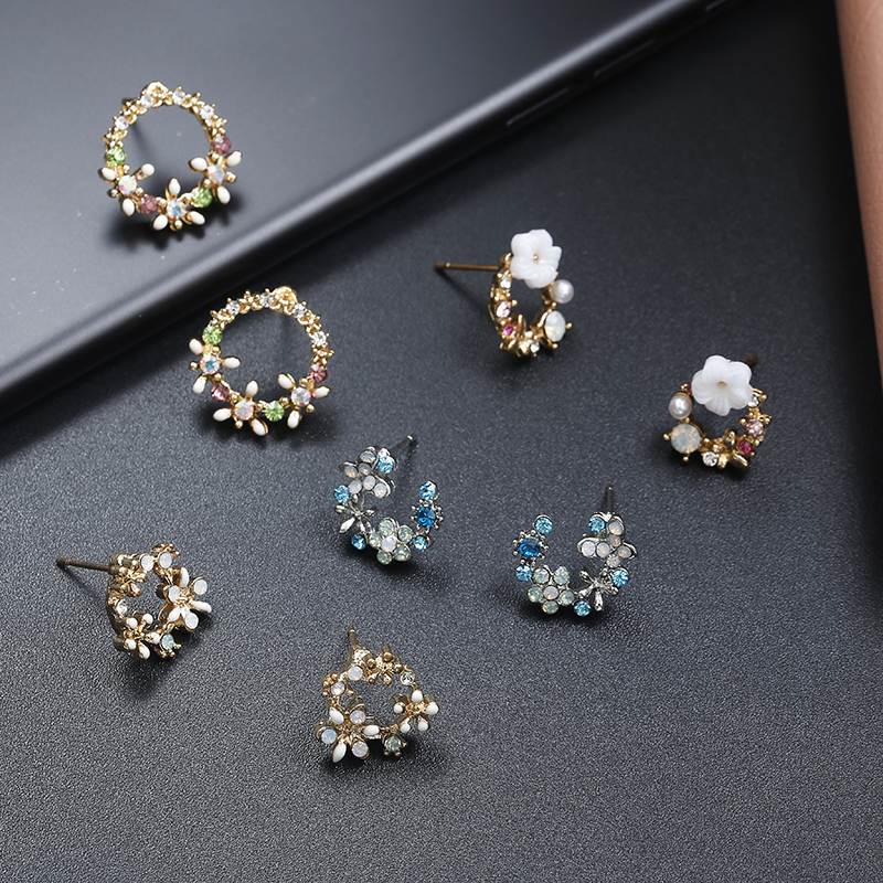 Cute Korean Personality Small Flower Stud Earrings For Women Temperament Simple Fashion Metal Female Stud Earrings
