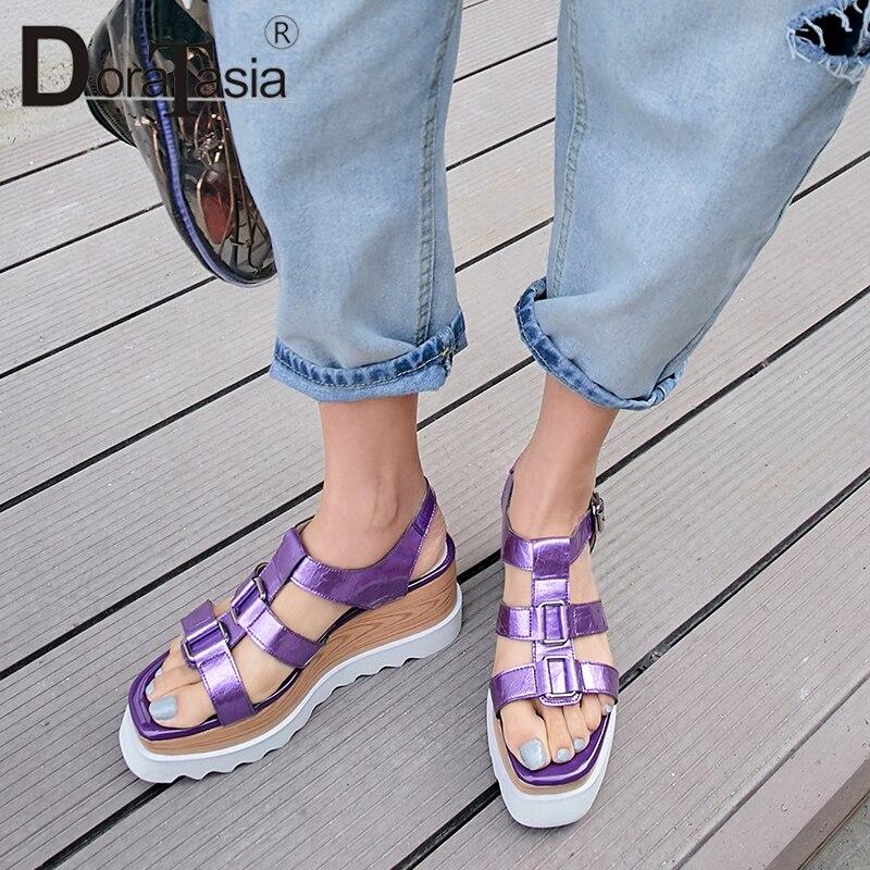 Doratasia 브랜드의 새로운 패션 여성 정품 특허 가죽 플랫 플랫폼 신발 여성 캐주얼 파티 사무실 여름 샌들-에서하이힐부터 신발 의  그룹 1