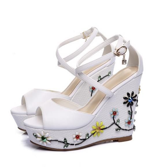 Wedge sandal flat 2017 new shoes flower fish mouth thick bottom leather high heels and sexy diamond flowers for women's shoes the new type of diamond mother sandals lady leather fish mouth flowers with leather high heeled shoes slippers women shoes