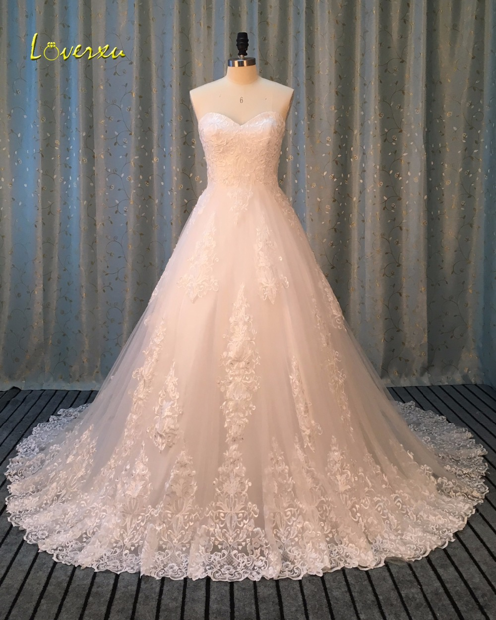Loverxu Romantic Sweetheart A Line Lace Wedding Dresses 2016 Appliques Court Train Vintage Robe De Marriage