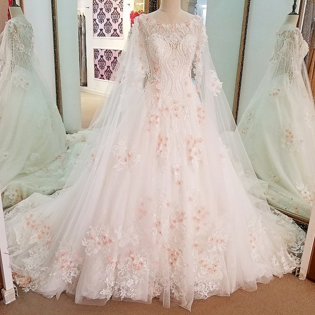 Ls69447 Extravagant Wedding Gowns Beaded Crystal Back See Through Ball Gown Bridal Dresses Ivory With Pink