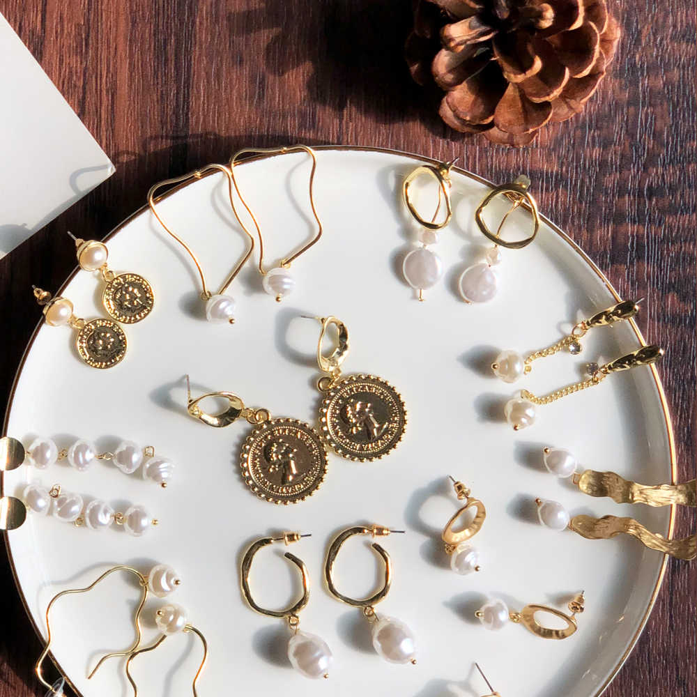 2019 ヴィンテージホワイトバロック真珠ブラブライヤリング女性のための Brincos 幾何ドロップイヤリング DIY ウェディングパーティージュエリーギフト