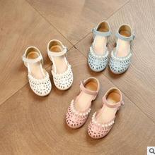 Meninas Sandálias de Verão Princesa Pérola Sandálias Recorte Sandálias de Praia Crianças Tênis Da Moda sapatos de Bebê de Couro Sapatos de Dança de Desempenho