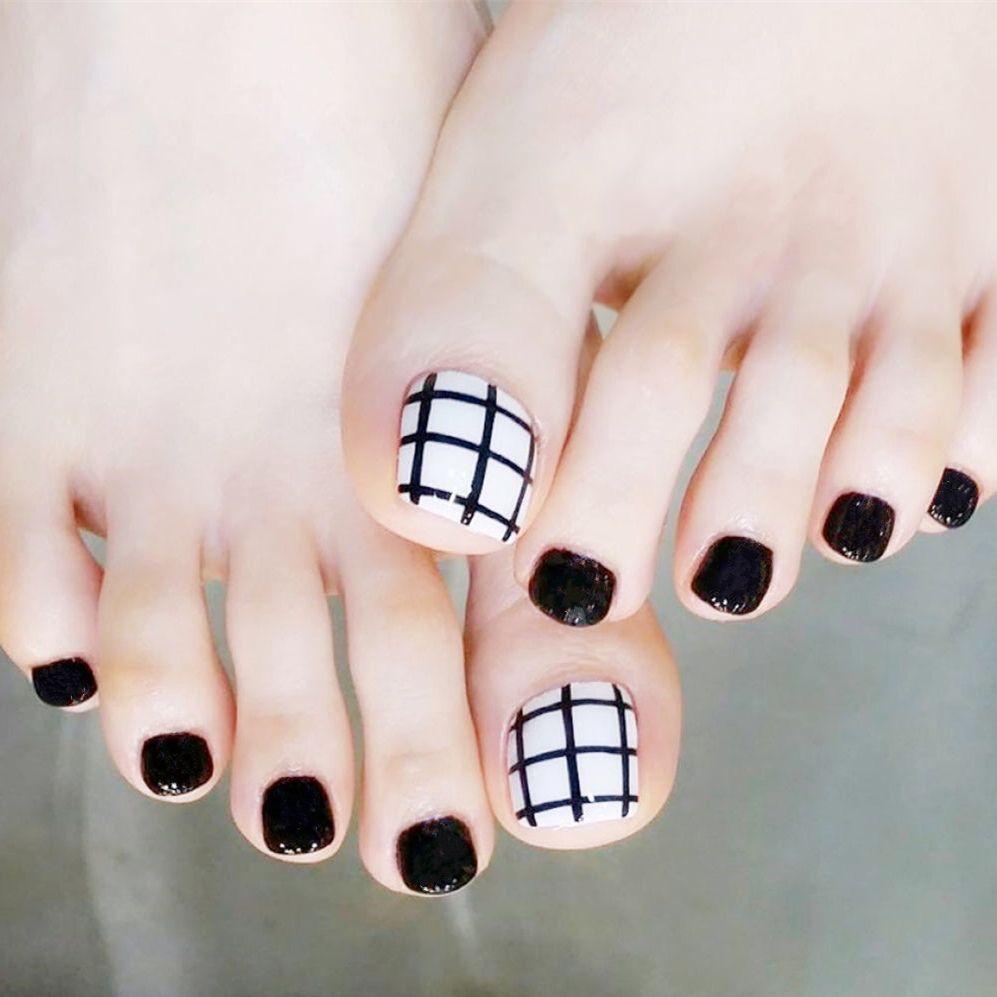 Black and white summer feet stick the nail of finished product nail