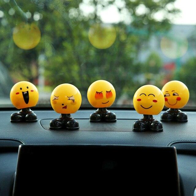 Scuotendo la Testa Giocattoli Auto Ornamenti Bobblehead Cenno Bambole Del Fumetto Sveglio Divertente Emoji Wobble Testa Robot Bella Auto Dashboard Decor Auto