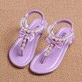 2017 Nuevo Verano Sandalias de Los Niños para Las Niñas Sandalias de cuero Zapatos de La Princesa Niños Sandalias De Playa Zapatos Del Niño Del Bebé de Color Rosa