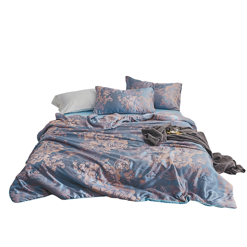 New luxury Summer air-conditioning Quilt jacquard quilts Cover children single adult cartoon washable duvet comforter bedspreadsNew luxury Summer air-conditioning Quilt jacquard quilts Cover children single adult cartoon washable duvet comforter bedspreads