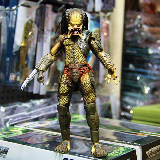 Free Shipping NECA Predator Movie Series 1 Classic Predator PVC Action Figure Model Toy 820cm #ZJZ007 lot 2pcs beckham waterproof flower tattoo 3d tattoo sticker mechanical tattoo male women body paint temporary body rocker tattoo