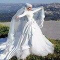 Musulmanes Vestidos de Boda de La Manga Completa Apliques Rebordear Vestidos de Novia de Encaje Blanco Arco Una Línea de Vestido De Novia Con Velo Islámico
