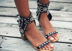 Mode goujons bout ouvert femmes sandales de luxe cristal cheville sangles dames Sexy talons hauts Style bohème femme robe chaussures taille 41