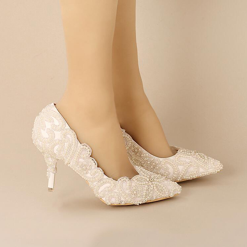 2018 г.; великолепные белые туфли с острым носком на каблуках для невесты; обувь для выпускного вечера с жемчужинами и бусинами; Свадебная обувь для вечеринки - 2