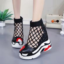 Sandały damskie 2019 letnie sandały na obcasie sandały gladiatorki dla kobiet moda Hollow Out Chunky sandały damskie letnie buty na plażę tanie tanio Dla dorosłych Super Wysokiej (8cm-up) Gumowe 3-5 cm Pokrywa heel Rzym Wysokość zwiększenie ESOV Pokryte Na co dzień