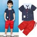 2016 set roupas Menino ternos shirt + calças 2 pcs definir dois conjuntos de Arco Cavalheiro terno menino Crianças de manga Curta de esportes de lazer roupas