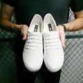 Nueva Caída Top Slip on hombres Zapatos Casual Todos blanco Transpirable zapatos de Lona Zapatos Vulcanizados Negro Cozy Hombres zapatos del Barco Plano zapatos