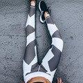 2017 Геометрические Печати Упругой Фитнес Брюки Моды Показать Высокий Формы Нести Ягодицы Сексуальные Женские Черные И Белые Гетры