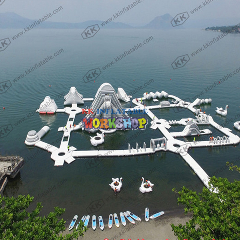 Wear-resistant PVC Custom Inflatable Water Park White Color Floating Sea Water Adventure