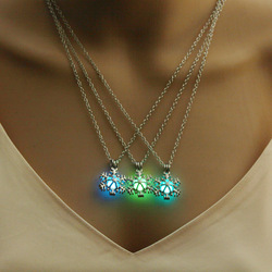 Glow in The Dark Necklace Jewelry with Snowflake Shaped Silver Color Luminous Stone Locket Choker Pendant Necklace for Women
