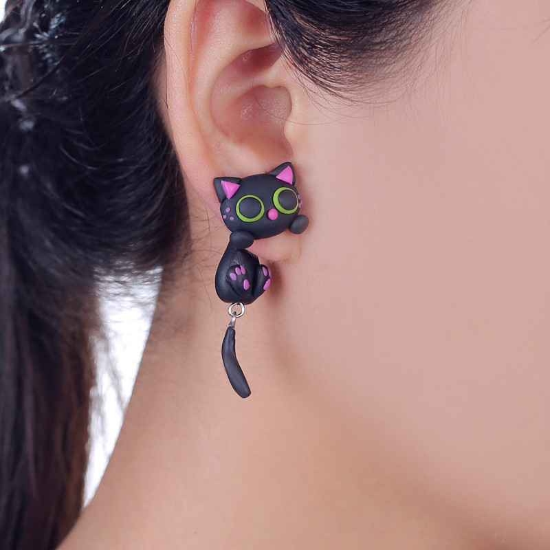 W-AOE تصميم جديد اليدوية الأرجواني الأذن لطيف القط مربط القرط الأزياء والمجوهرات الأقراط بوليمر كلاي الكرتون 3d الحيوان للنساء