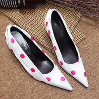 2018 Атлас женская обувь шикарные женские туфли лодочки туфли с острым носком на шпильках Красочные горошек Chaussures Femmes Мода вечерние Прохладн