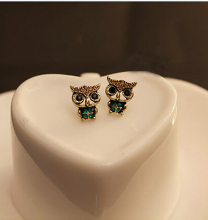 The new European and American fashion jewelry fashion style rhinestone lovely retro owl earrings