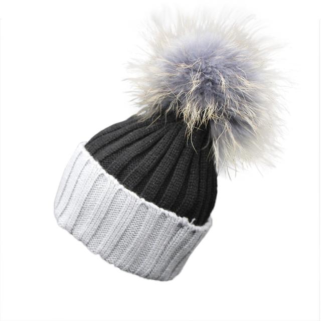Diseña nuevamente 1 unid Doble-Color de Punto de Lana de Invierno Sombrero Caliente Skullies Gorros Cap con la Bola de Piel Para Las Mujeres 161006