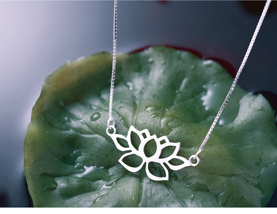 LFJF0022-Hollow-Out-Lotus-Necklace_09