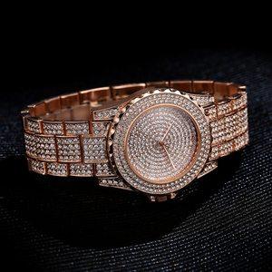 المرأة ساعة كوارتز الأزياء بلينغ عارضة السيدات ووتش الإناث الكوارتز الذهب ووتش الكريستال الماس للنساء ساعة
