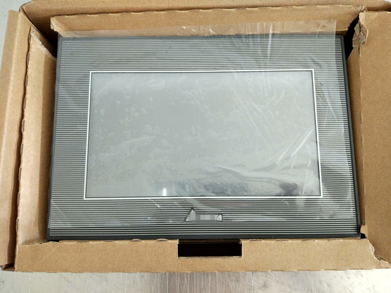 TP70P 32TP1R Touch Panel HMI with built in PLC new in box