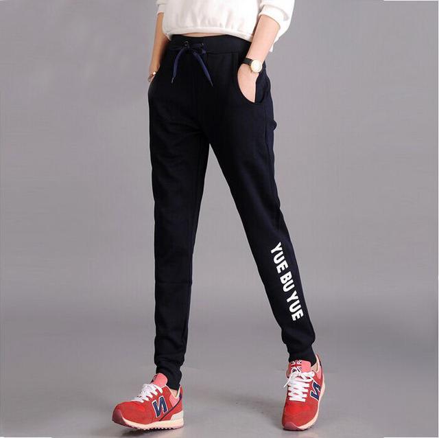 Más tamaño deportivos pantalones para las mujeres 2017 de algodón de primavera harén pantalones de cintura elástica hembra hip hop letra impresa señoras capri