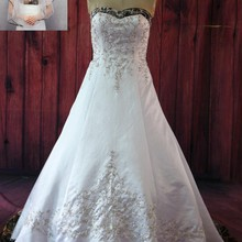 a38c4e3385 iLoveWedding Ball Gown White Camo Wedding Dresses Sleeveless Sweetheart Lace  Up Camouflage Embroidery Sequined Bridal Gowns