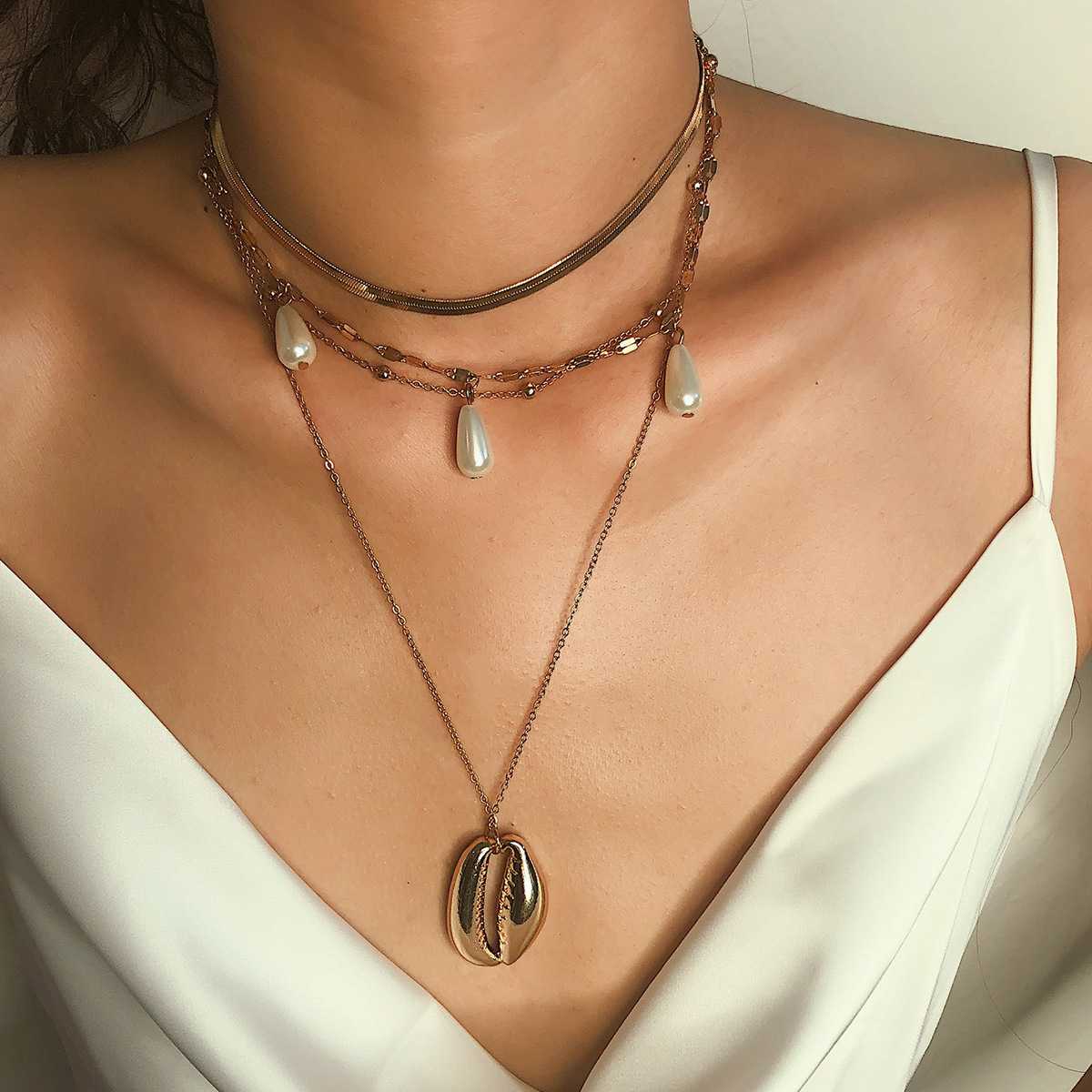 2019 New Fashion Imitation Pearl Choker Necklace Women Gold Color Bead Cowrie Big Sea Shell Pendant Necklace Statement Collier