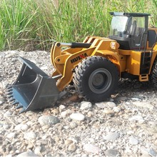 HUINA 583 2.4G 1:14 RC Electric Truck Remote Control Model Excavator Engineering Vehicle Alloy Bulldozer for KIDS gifts