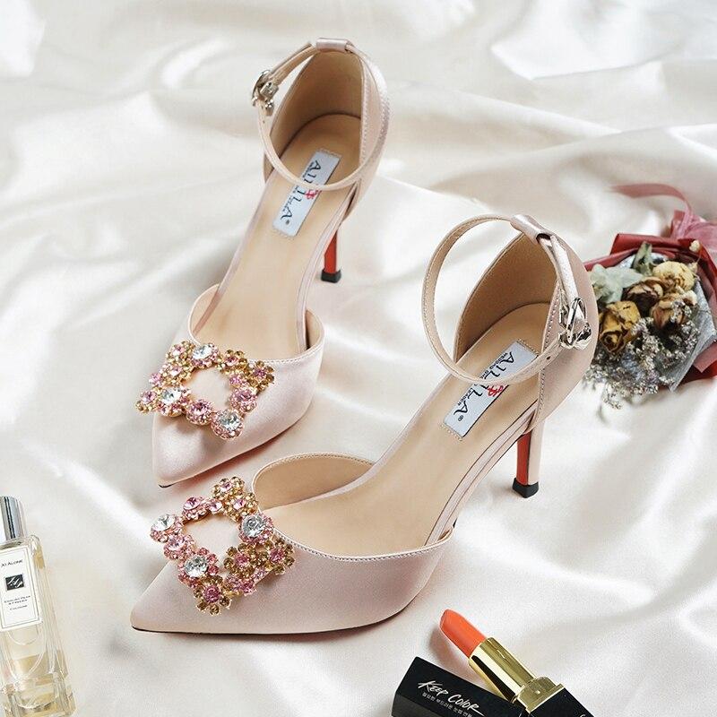 Sandales de mariage de mariée femmes talons hauts couleur Champagne demoiselle d'honneur cristal diamant Satin matériel bride à la cheville chaussures de demoiselle d'honneur