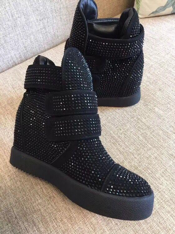 Consegna veloce 2018 classic punta rotonda aumentato interna hook & loop scarpe da tennis delle donne di cristallo scarpe da donna-in Pumps da donna da Scarpe su  Gruppo 1