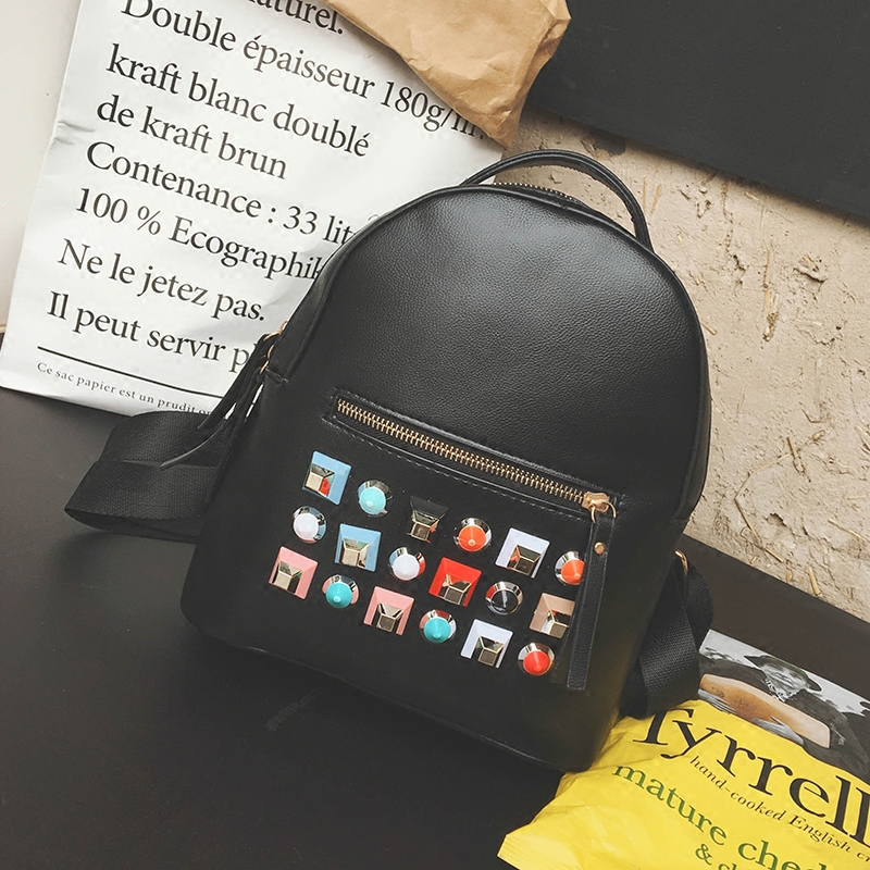 Hot Fashion Rivets Backpacks European and Ameriersion Pu Leather Female Leisure Backpack Cool Rivet Travel Backpacks