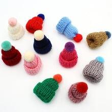 50pcs 믹스 컬러 미니 모자 pom pom crocheted 장식 모자, 미니 뜨개질 모자 미니어처 작은 니트 모자, diy 인형 모자