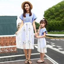 30faf873a48c8 Mère Fille Robes Deux Pièces Chemise + dentelle Jupe Famille Correspondant  Pyjama Bébé Filles D été Vêtements Maman Fille De Mar.