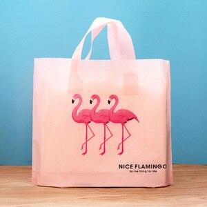 Image 4 - 50 adet Flamingo Hediye Plastik saplı çanta giysi saklama Çantası Teşekkür Ederim Plastik alışveriş çantası Paketleme Düğün Parti Dekorasyon