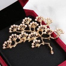 Fashion Design Luxury Imitation Pearls Pine Brooches for Women Girls Dress Scarf Knot Pins Fashion Wedding