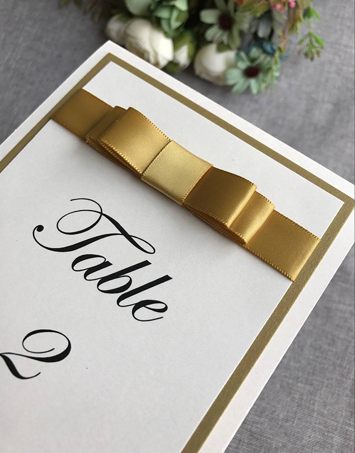새틴 리본으로 결혼식을위한 ca0701 독특한 테이블 카드-에서파티 방향표시부터 홈 & 가든 의  그룹 3