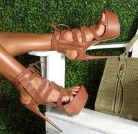 Пикантные коричневые кожаные женские Босоножки с открытым носком на высокой платформе, ботильоны на высокой шпильке с вырезами и перекрест