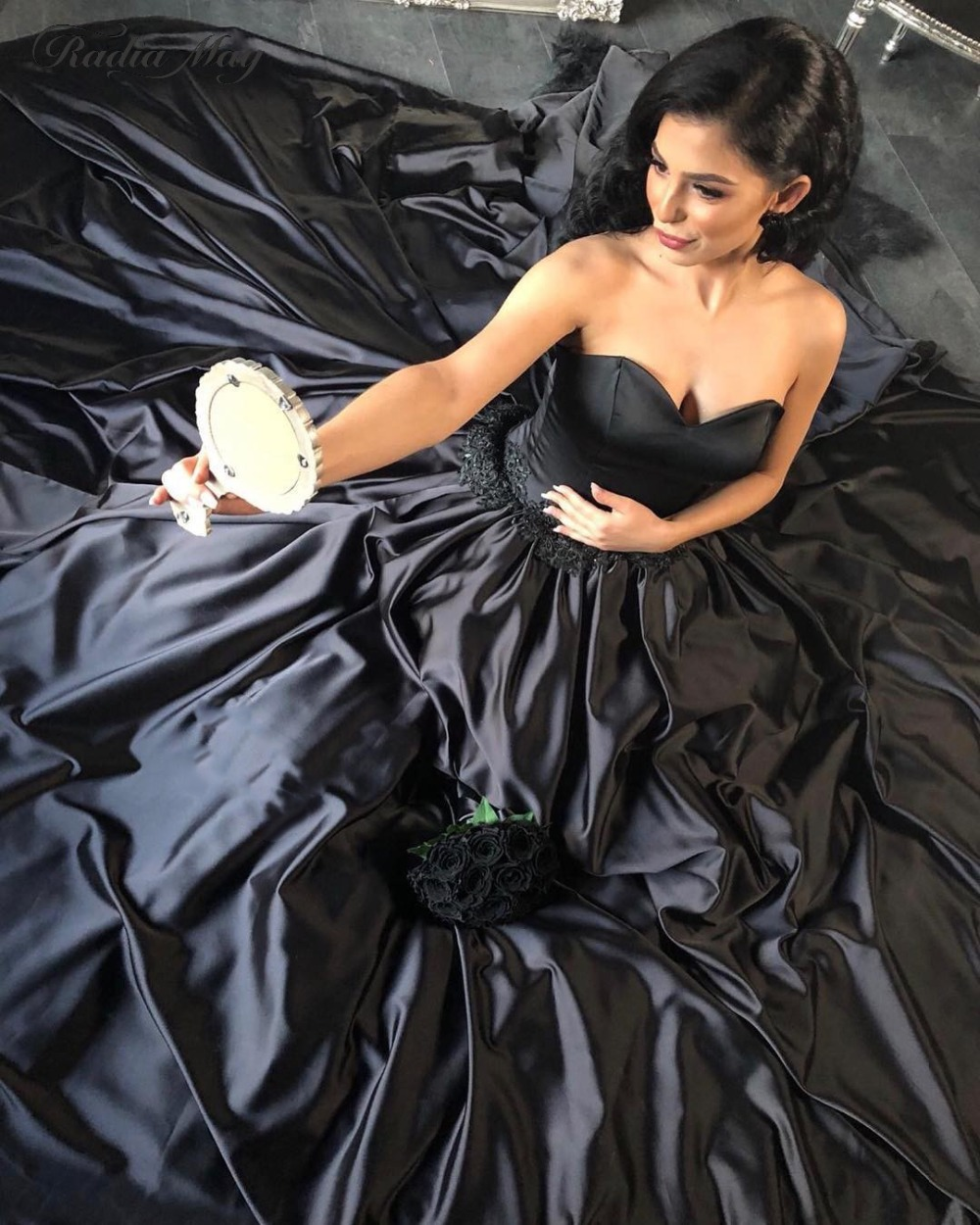 Russian Country Black Gothic Wedding Dress with Necklace Sweetheart Ball Gown Princess Victorian Arabic Wedding Dresses 2019 New