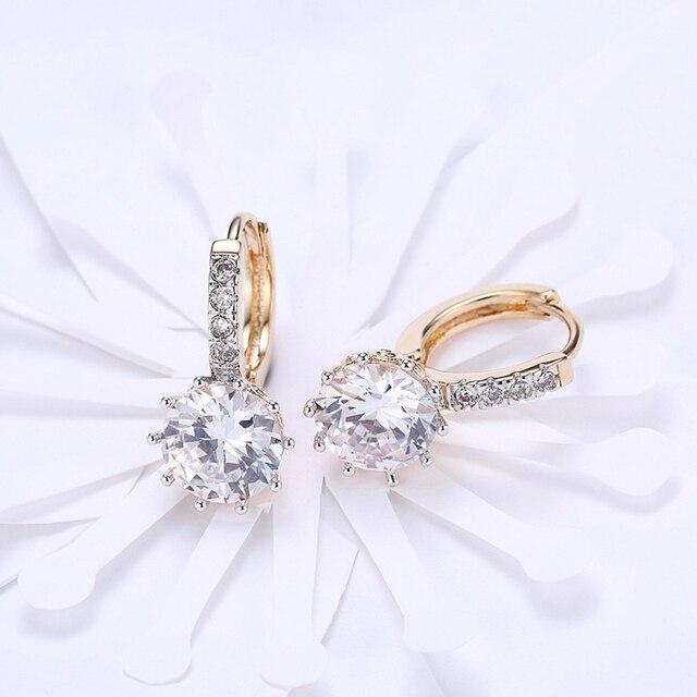 Фото женские серьги гвоздики с фианитами золотистые кристаллами в