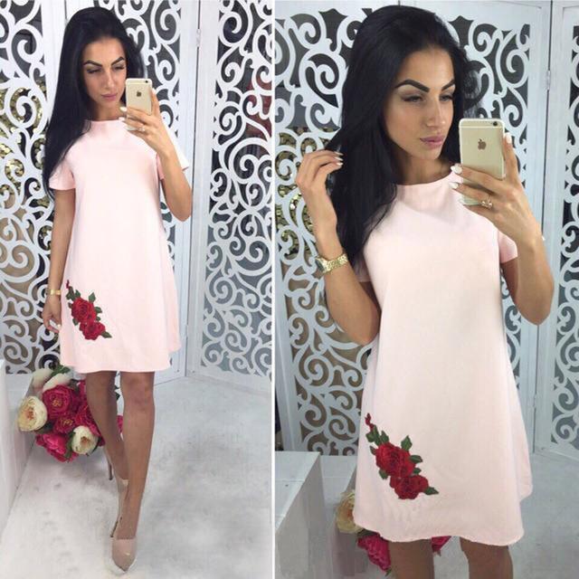 d565893d5e8f7 2018 Yaz Moda Gül Aplikler Basit Tarzı Düz Elbise Kadın O-boyun Kısa Kollu  Günlük