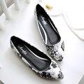 2016 primavera y otoño nueva moda mujeres zapatos planos cómodos ocasionales zapatos de punta zapatos de las mujeres de gran tamaño 34 35 40 41 42 43