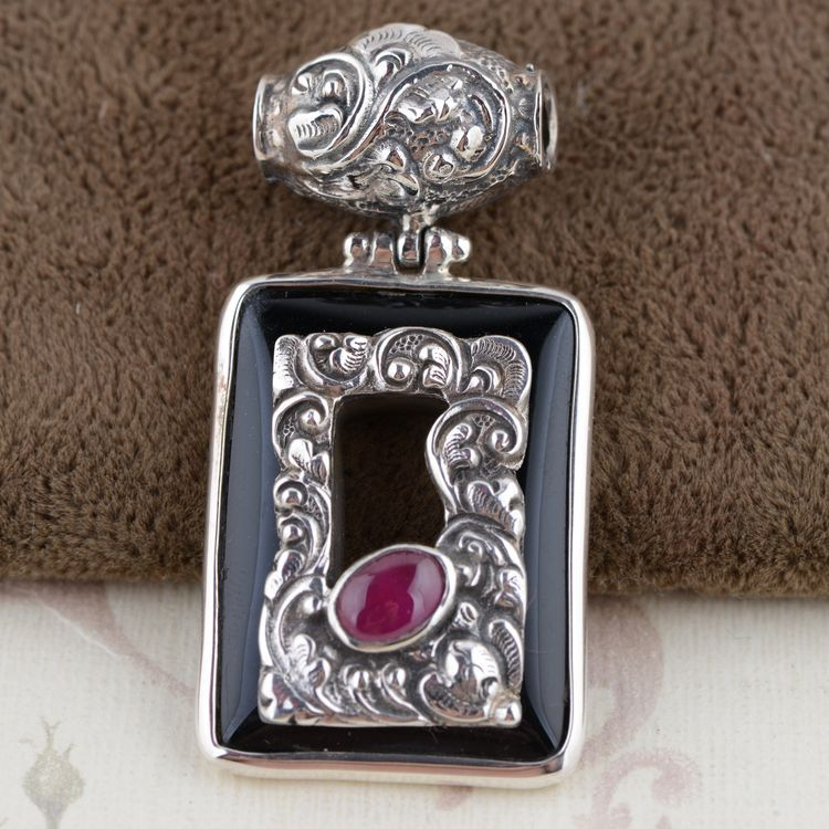 S925 silver inlaid Black Natural stone Pendant antique style female hollow square pendant s925 sterling silver inlaid natural stone thai silver beautiful burning blue brooch female pendant new products