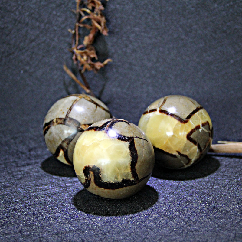 4-6cm Special offer!!!!!Natural beautiful quartz crystal ball with tortoise back for 60mm(1PC)