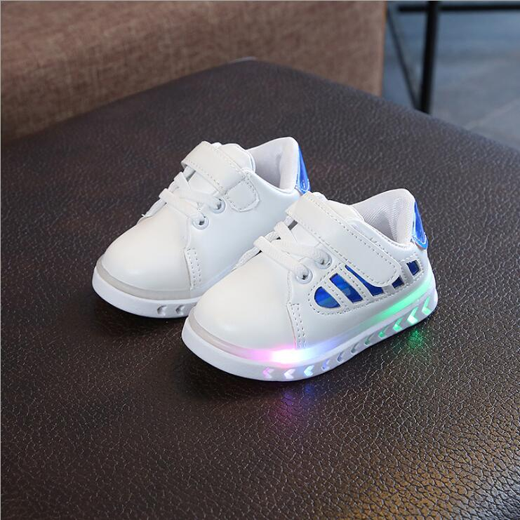 565e1e6dbe2 Αθλητικά παπούτσια Sneakers με LED για αγόρια και κορίτσια