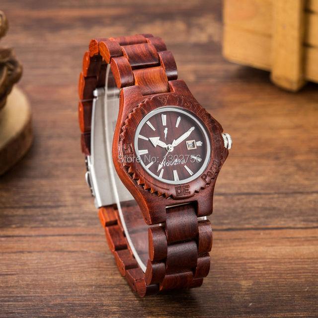 Nuevo reloj de pulsera redondo de cuarzo analógico con banda de madera a la moda para mujer relojes de madera de sándalo rojo