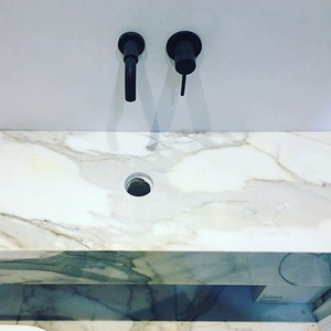 Image 4 - Grifo pequeño Alba de 15 Cm para baño, montaje en pared, redondo, frío y caliente, negro mate, venta al por mayor